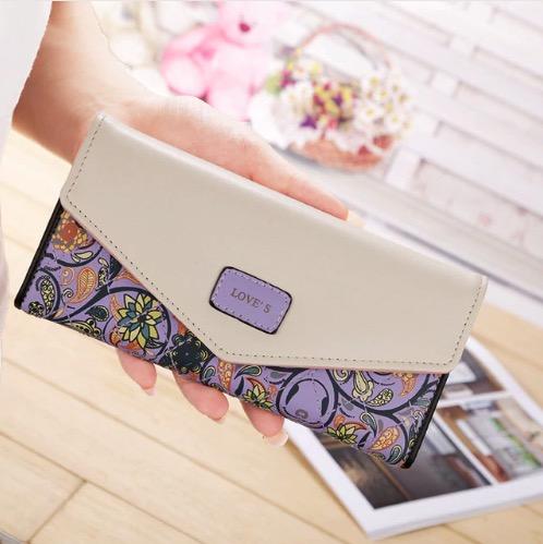 Peňaženka s kvetinovým motívom